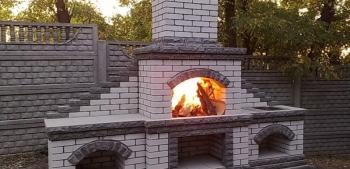 Печь барбекю с камином
