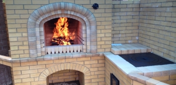 Дача или дом с печь-камин барбекю